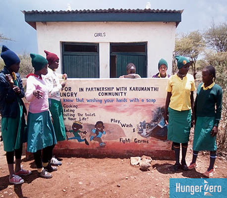 WEB_ケニア女子トイレ.jpg