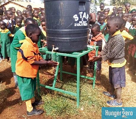 WEB_ケニア貯水タンク.jpg