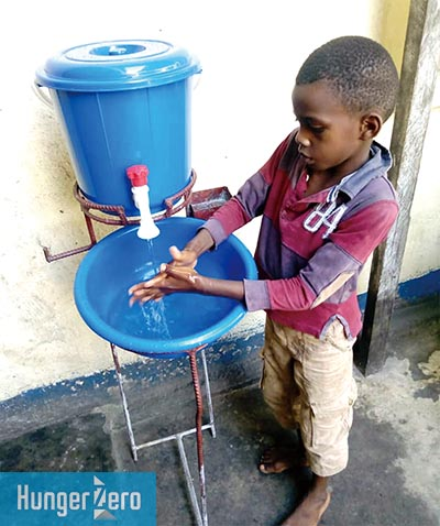 CONGO手を洗う少年.jpg